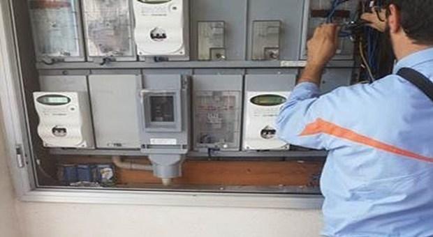 Ruba 50mila euro di elettricità, arrestato titolare di fast food a Roma