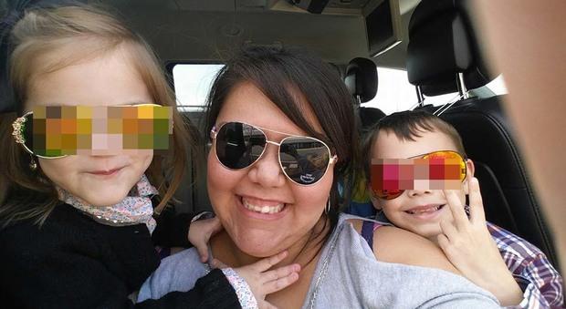 Usa, il marito chiede il divorzio, lei uccide i figli, si pugnala al collo e chiama i soccorsi