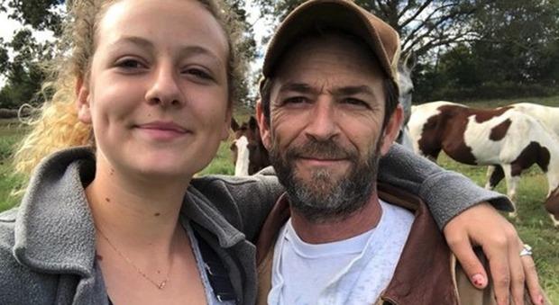 Luke Perry, la figlia 18enne insultata sui social: «Non passerò le notti a piangere perché lo vuole internet»