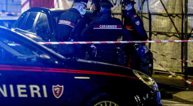 Bergamo, donna chiama i carabinieri: «Mio cugino si è sentito male». Ma lo aveva ucciso a martellate: arrestata