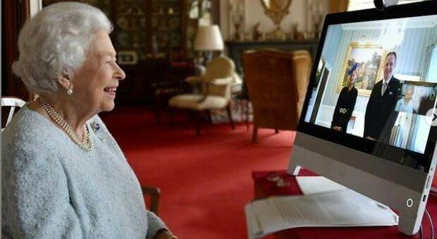 Regina Elisabetta, staff in rivolta: «Non facciamo la quarantena». E lei non passerà il Natale a Sandringham