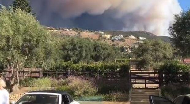 La vista dell'incendio dalla villa di Lady Gaga (Instagram)