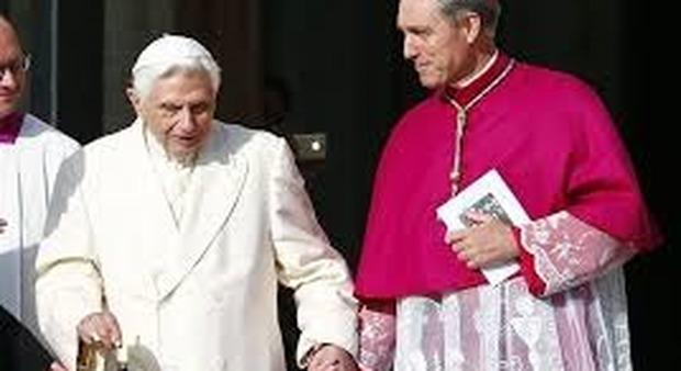 Ratzinger rompe di nuovo la clausura per difendersi dalle critiche sul '68 e gli abusi nella Chiesa