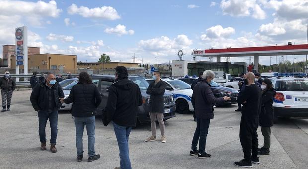 Collestrada, l''area di servizio dove sono stati fatti defluire i ristoratori che protestano