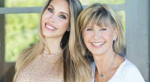 Olivia Newton John: «non farò il vaccino», incalza la figlia «non ho intenzione di mettere nel mio corpo mercurio e pesticidi»