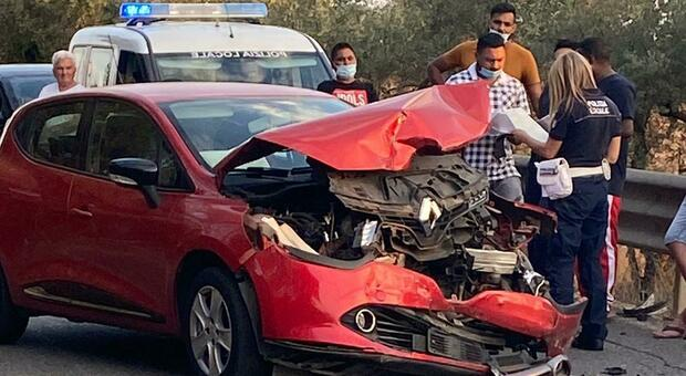 Albano Laziale, incidente frontale su via Ardeatina: tre feriti