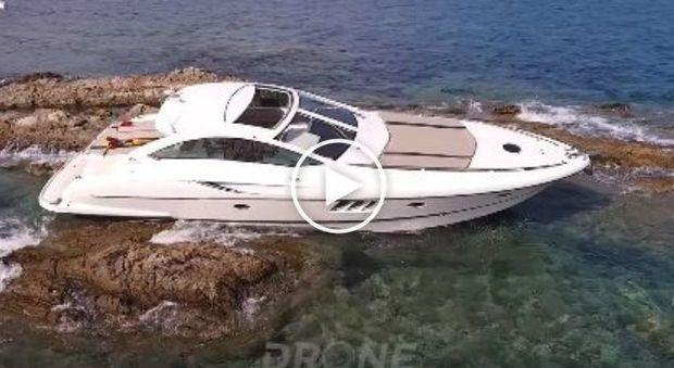 Con lo yacht di papà a Saint Tropez, il 20enne si schianta sugli scogli