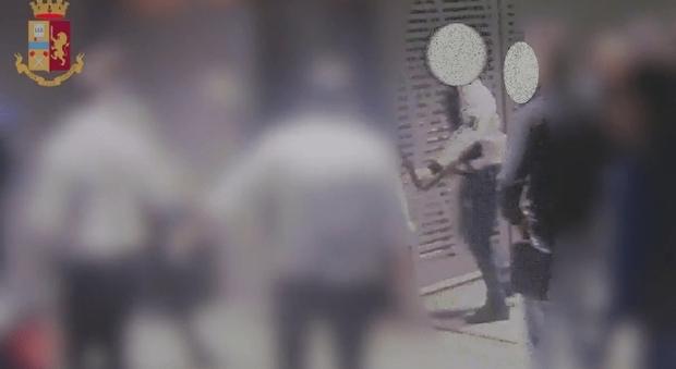 Movida con rissa, ragazzo in coma: arrestato pugile di 19 anni