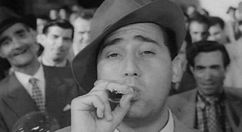"""Alberto Sordi in una scena tratta dal film """"Accadde al Commissariato"""""""
