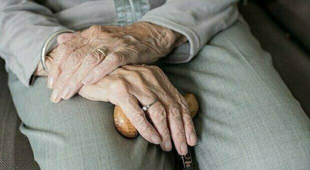 California, sopravvive alla Spagnola ma muore di Covid a 105 anni. La figlia: senza il virus mia madre avrebbe vissuto ancora