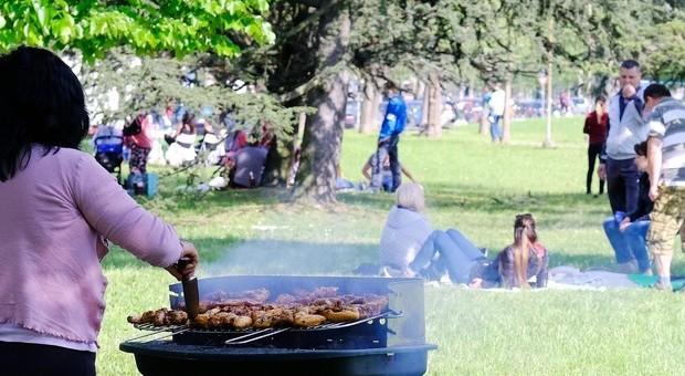 Trieste, gravemente feriti due minorenni: ustionati dal barbecue in giardino