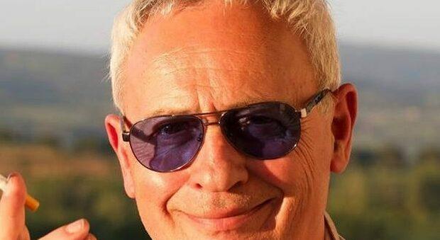 Massimo Gnagnarini, ennesimo scivolone sui social. Stavolta vuole «fare la stira» al giornalista Andrea Scanzi