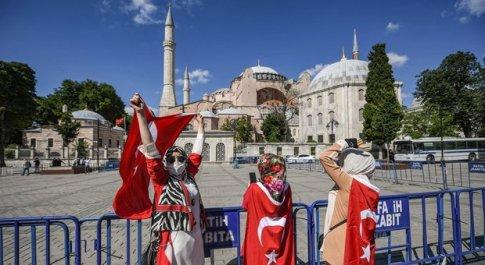 Santa Sofia torna moschea dopo 86 anni. Erdogan: «Preghiera islamica il 24 luglio»
