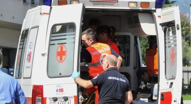 Vitinia, autobus contro suv: autista incastrato tra le lamiere