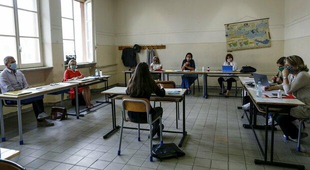 Maturità, esami al via il 16 giugno: prova orale in presenza con elaborato studenti