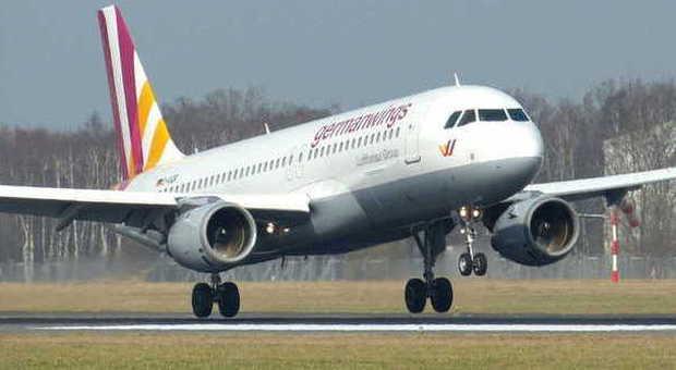 Germanwings, atterraggio d'emergenza a Venezia per il malore di una passeggera
