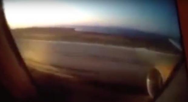 Creta, motore prende fuoco in fase di decollo: un passeggero riprende gli attimi di panico