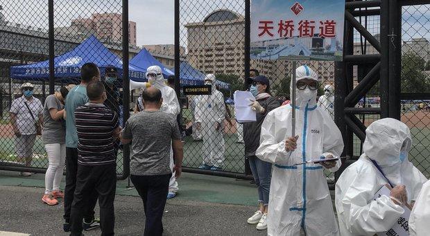 Coronavirus, a Pechino contagi in aumento: altri 10 quartieri in quarantena. Timori seconda ondata, Borse a picco
