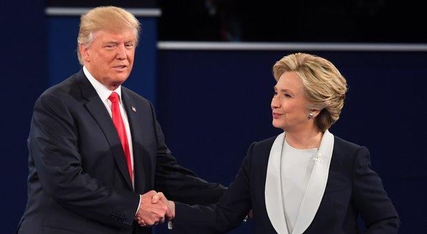 Clinton vola nei sondaggi, Trump vacilla ma non affonda