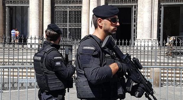Interpol: «Cinquanta combattenti Isis giunti in Italia via mare». Ma il Viminale smentisce