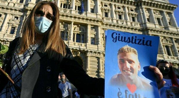 Omicidio Vannini, i genitori di Marco al cimitero: «In questa storia non ci sono vincitori ma solo vinti»