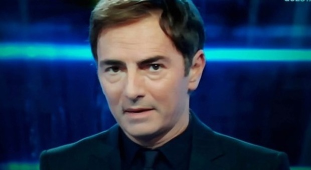 Marco Liorni, imbarazzo a Italia Sì. L'ospite parla di sesso, lui lo blocca: «Siamo in fascia protetta...» (frame Rai)