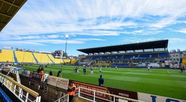 Parma-Spal, il riscaldamento dei giocatori
