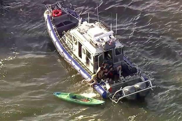 Usa, traghetto travolge nove kayak sul fiume Hudson: 5 feriti, la guida perde un braccio