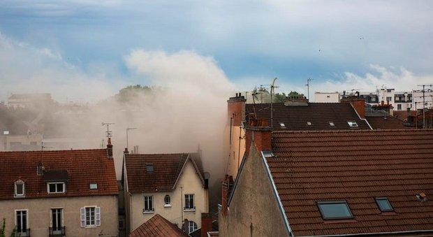 Francia, esplosione a Digione, crolla un palazzo: forse una fuga di gas, diversi feriti gravi
