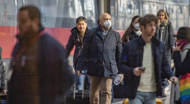 """Coronavirus, polemica sulla """"fuga di notizie"""" per il nuovo decreto. Fontana: «Nessuna anticipazione»"""