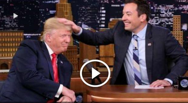 Trump alla prova del parrucchino: si fa spettinare in diretta tv