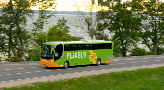 Flixbus, grave incidente in autostrada: feriti i 33 passeggeri, 4 sono gravi