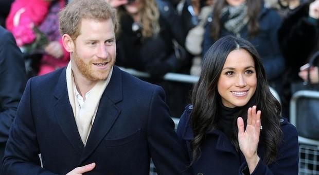 Meghan Markle e il principe Harry rinunciano al titolo nobiliare? «Vogliono diventare commoner»