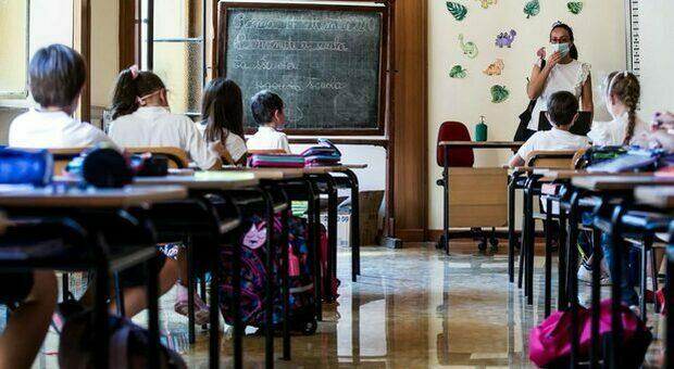 Scuola, il ministero valuta test salivari per gli studenti. I sindacati: il governa riveda la decisioni di aprire il 26 aprile