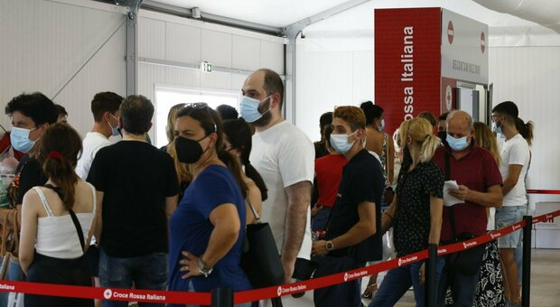 Vaccini Lazio, effetto hacker: caos sulle seconde dosi e addio Green pass