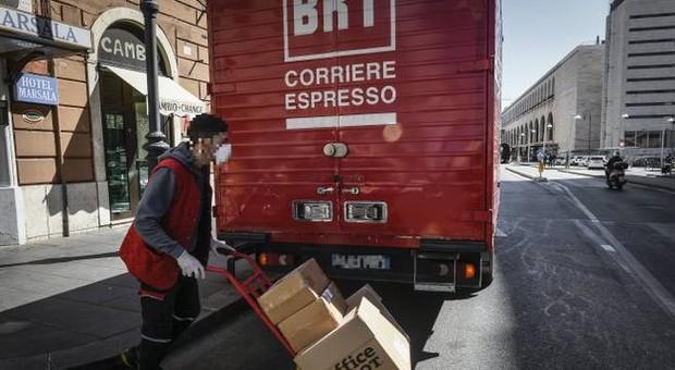 Bartolini, 54 positivi al Covid-19: magazzini chiusi a Bologna. L'azienda: screening su 370 persone