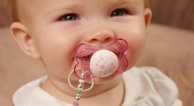 Un biosensore nel ciuccio per monitorare la salute dei bebé