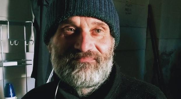 L'ex fabbro che rifiuta i soldi dallo Stato: «Vivo felice con due euro al giorno»