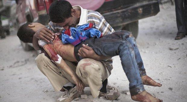 Siria, l'annuncio della Russia: «La battaglia ad Aleppo è finita». Decine di civili trucidati