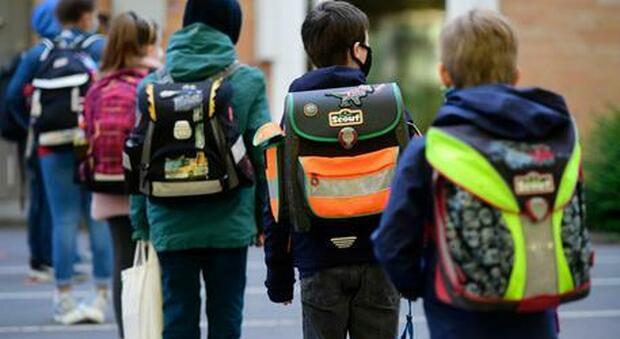 Coronavirus, governatrice Madrid: «Tutti i bimbi che torneranno a scuola saranno contagiati»