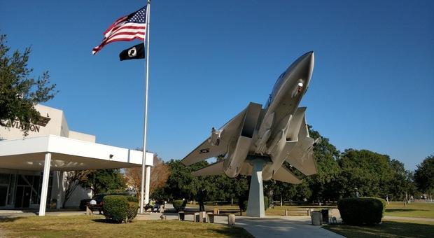La palazzina della base militare di Pensacola vicino alla quale è avvenuto l'attentato a dicembre