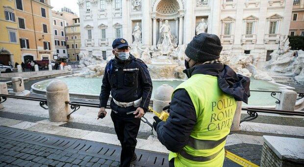 Roma, chiuse via del Corso e Fontana di Trevi: folla in Centro