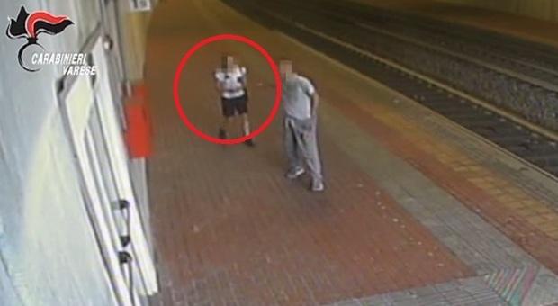 Minaccia una 16enne con una pistola finta e la violenta in stazione: incastrato dal Dna