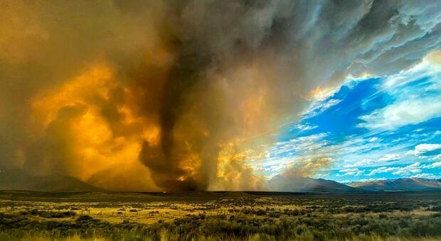 """""""Firenado"""", l'incubo dei tornado di fuoco si abbatte sulla California. Caldo record nella Death Valley: 54,4°"""