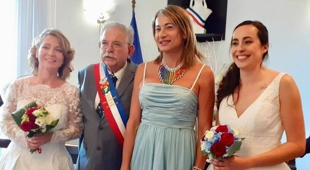 Vladimir Luxuria, madrina alle nozze di due sue amiche in Francia: «Contenta che qui si possa dire matrimonio»