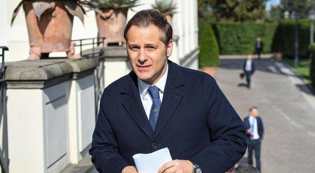 Siri indagato per corruzione non si dimette: Salvini è con me. Toninelli? Ha bisogno di aiuto