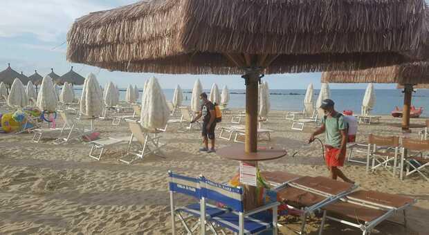 Abruzzo, ombrelloni gratis ai sanitari-eroi del Covid-19