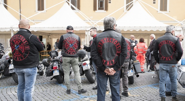 Bikers for Oncology, flash-mob a sostegno di operatori e pazienti del DH di Oncoematologia