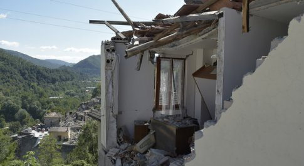 Terremoto, Amatrice, primo arresto per sciacallaggio: ladro giunto da Napoli forza porta di una casa lesionata