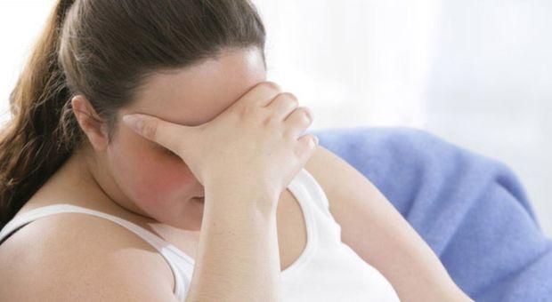 La moglie è obesa, lui chiede il divorzio: «A letto rischiavo di soffocare»